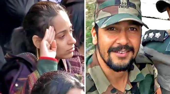 Wife of Major VS Dhoundiyal, Nikita Kaul, Pay Tribute, Major Vibhuti shankar Dhoundiyal, Dehradun, Uttarakhand, encounter in Pulwama, Pulwama Terror Attack, CRPF Martyr, Pulwama Attack Live News, J&K Terrorist attack 2019, पुलवामा हमला, मेजर विभूति शंकर ढोंडियाल, देहरादून, पुलवामा एनकाउंटर में शहीद मेजर, शहीद मेजर वीएस ढोंडियाल, सीआरपीएफ, शहीद जवान,Dehradun, Pulwama, Delhi, Kashmir - National News,देश न्यूज़,देश समाचार